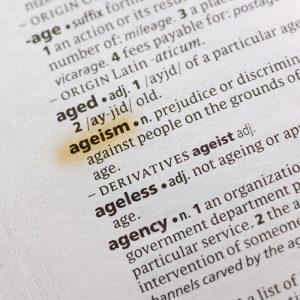 L'AGEISMO – È di poche parole?